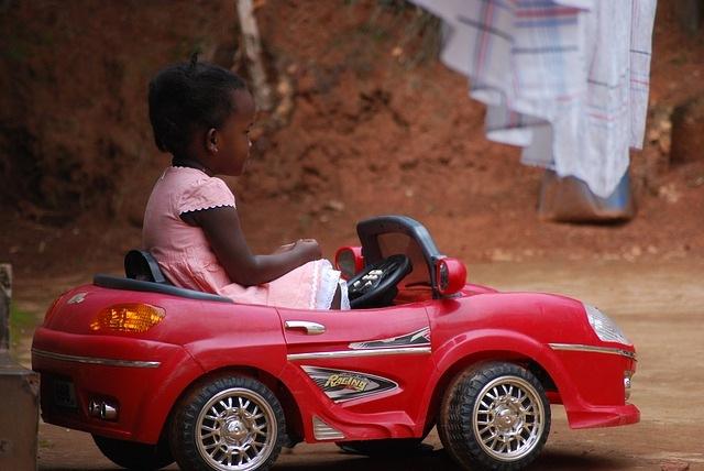 otroški avto na akumulator